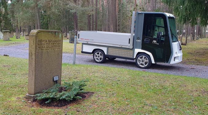 Eldriven lätt lastbil för kyrkogårdsförvaltning